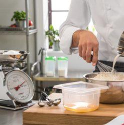 Kuchynskí pomocníci a doplnky